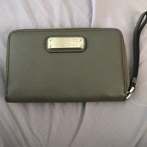 Auth Brand new wristlet by Marc Jacobs